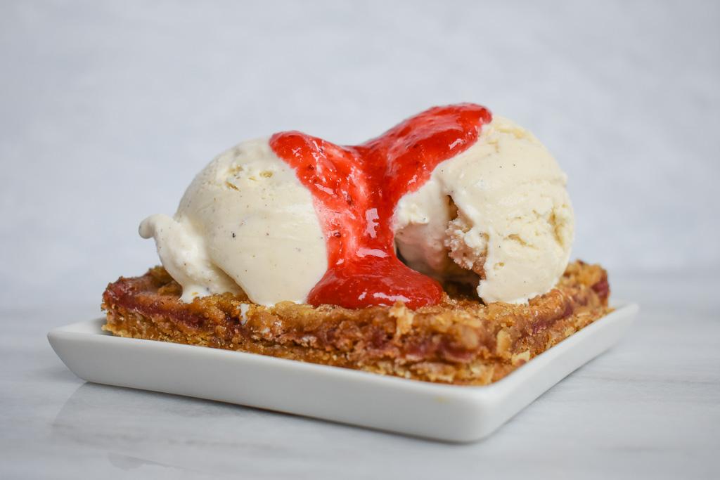 Paul Strawberry Cake Calories